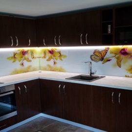 Кухня венге с принт стъкла